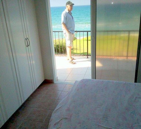 Pervolia, ไซปรัส: Вид на море из спальной