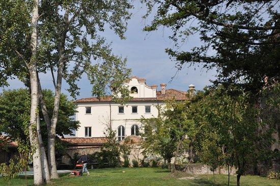 Neive, Italia: ....