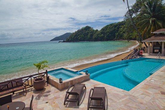 Speyside, Tobago: Pool and beach, Blue Waters Inn