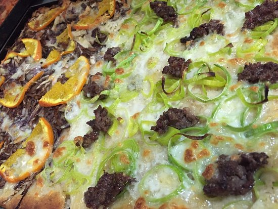 Pratola Peligna, Italië: radicchio, arancia e gorgonzola / porro gorgonzola e salsiccia di fegato