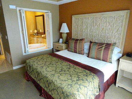 Bellasera Resort: Only wooden slat doors between bed and bathroom