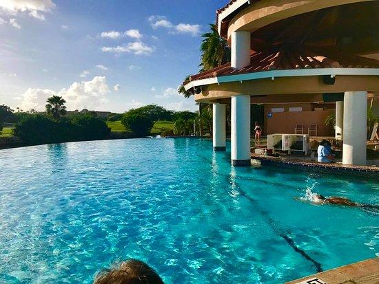 Infinity pool with swim up bar picture of divi village golf and beach resort oranjestad - Aruba divi village golf and beach resort ...