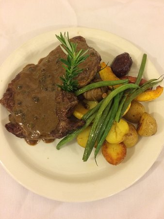 Lake Cowichan, Canada: We have a variety of steak entrees to choose from on our dinner menu!