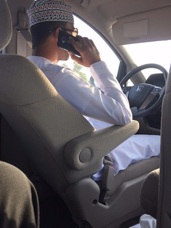Al Mussanah, Omán: Unsafe driving