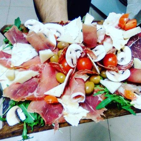Serdiana, Italia: taglieri ricchi e saporiti