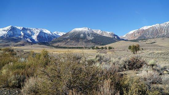 June Lake Loop: Озера окружают живописные горы