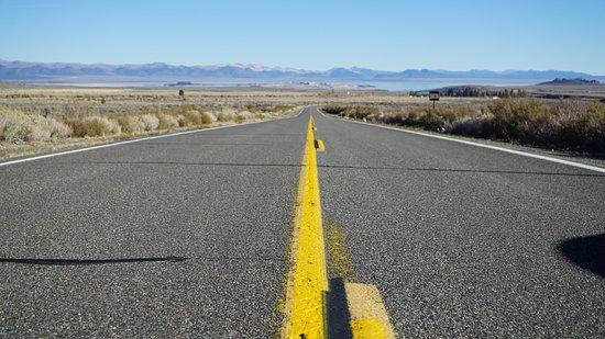 June Lake Loop: Конец дороги-петри, а впереди озеро Моно