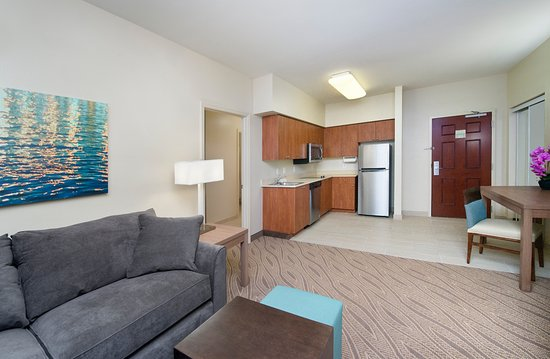 Hawthorn Suites by Wyndham Naples: One Bedroom Suite Reverse view