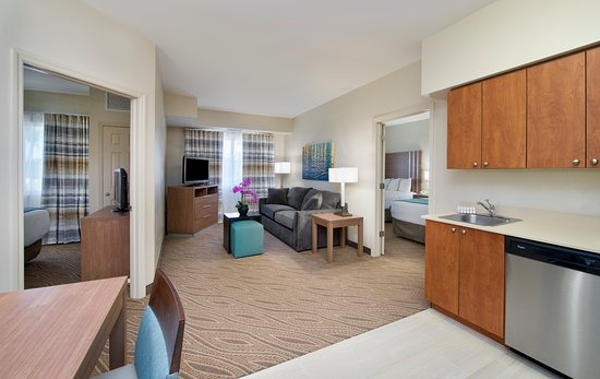 Hawthorn Suites by Wyndham Naples: Two Bedroom Two Bath Suite with King,2 Queens,Queen pullout sofa bed
