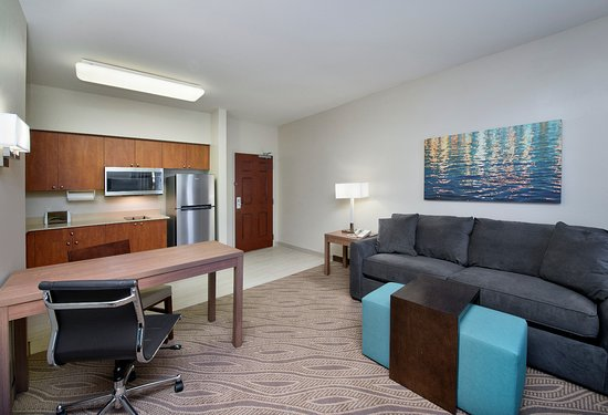Hawthorn Suites by Wyndham Naples: Studio Suite with Queen pullout sofa and super foam mattress