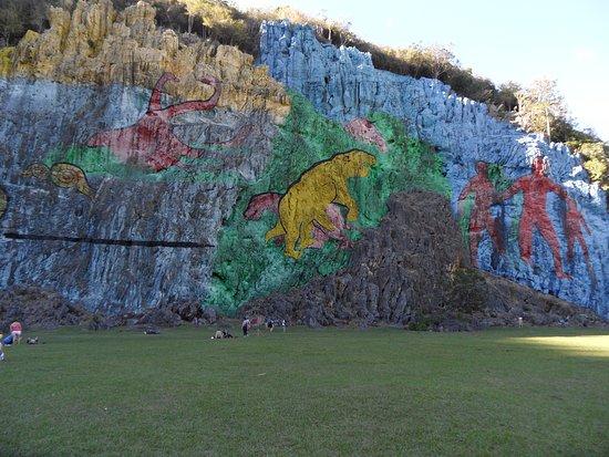 Mural de la prehistoria picture of casa de marilyn for Mural de la prehistoria
