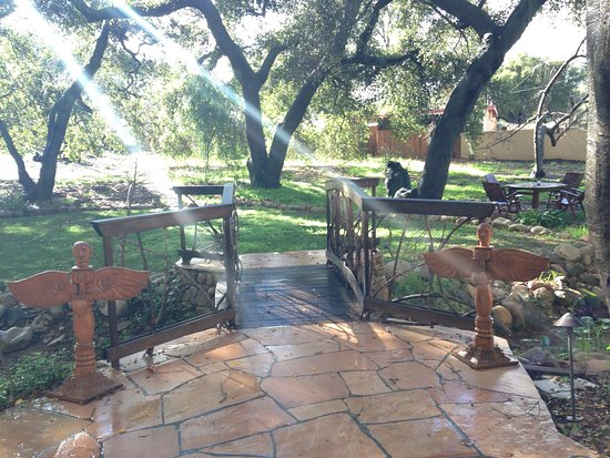Ojai, Калифорния: Hacienda House patio
