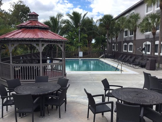 Days Inn & Suites Bonita Springs North Naples