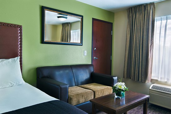 Oxford Suites Hermiston: Studio Double Queen Suite