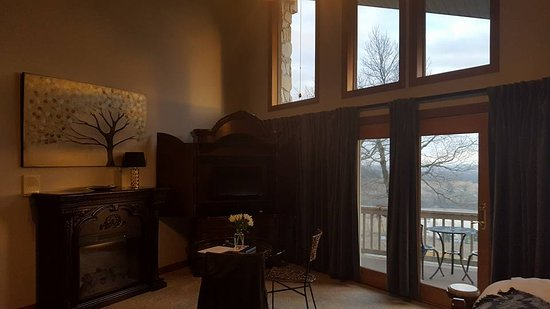 Augusta, MO: Inside Vineyard room