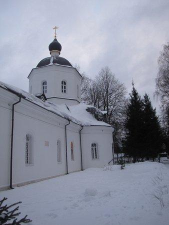Luchinskoye, Rosja: Покровская церковь
