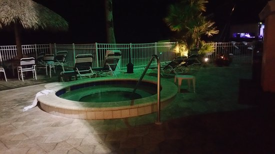 GulfView Hotel - On The Beach: The Jacuzzi
