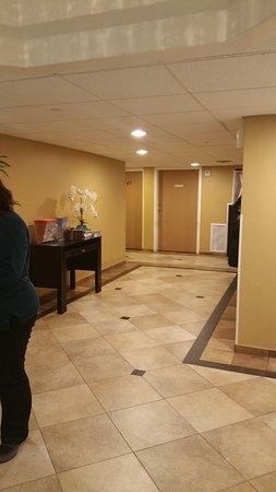 GulfView Hotel - On The Beach: Hallway to the rooms and elevator access to the beach and pool