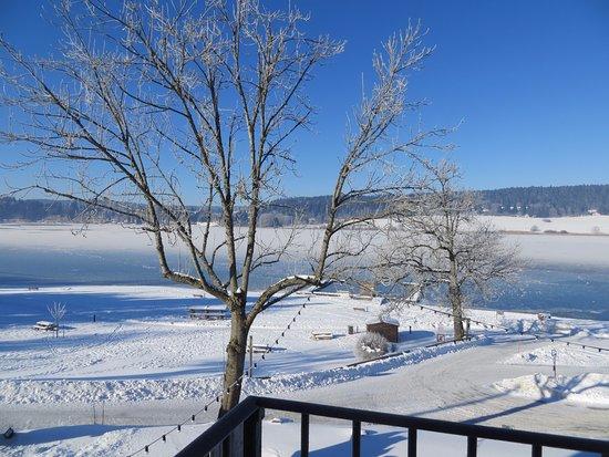 Vue sur le lac de Saint Point - Malbuisson depuis le balcon de la chambre 12