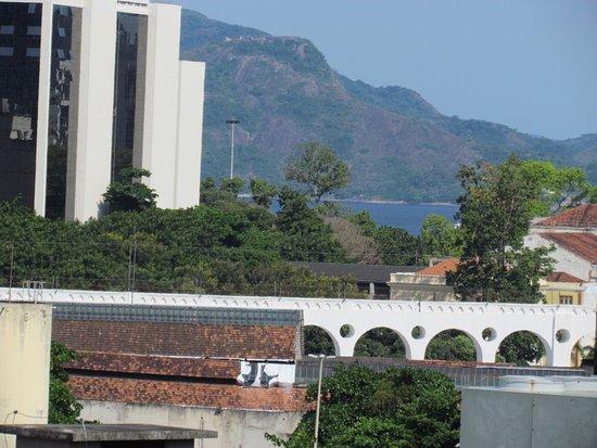 Hotel Carioca: zoom dos arcos da lapa vista da janela do quarto