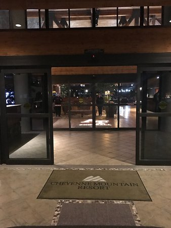 Cheyenne Mountain Resort: Entrance