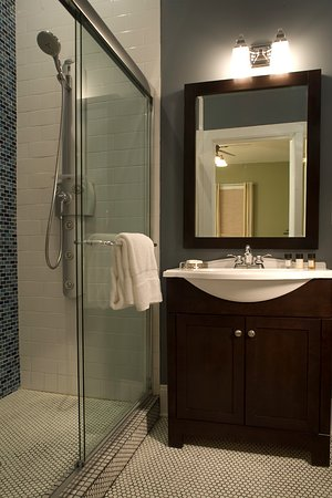 Hudson, NY: Traver Guest Room bathroom