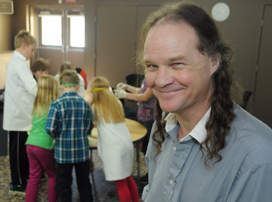 Vernon, Kanada: Kevin leads a range of school programs and science camps.