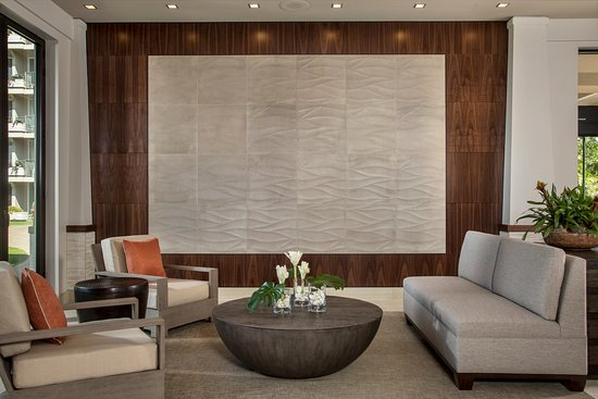 Aston at The Whaler on Kaanapali Beach: Refreshed lobby details