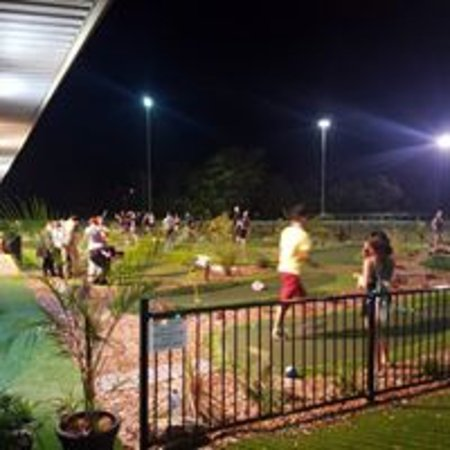 Mount Gravatt, Australien:  Night mini golf under the Floodlights