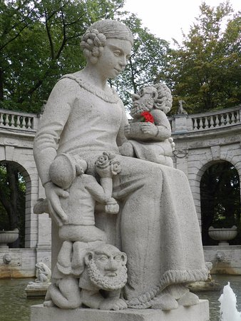 Volkspark Friedrichshain: Snow White and the Seven Dwarfs (or at least some of them)
