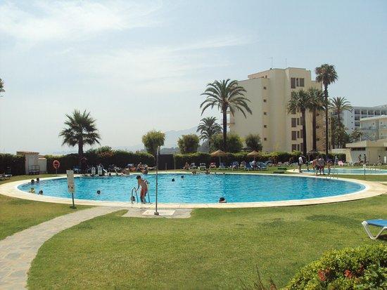 Otra de sus grandes piscinas picture of sol marbella for K sol piscinas