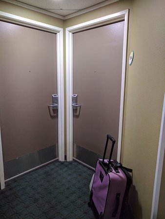 Everett, WA: Interesting room entrance setup.