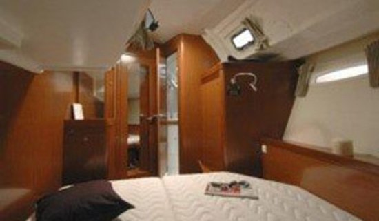 isail whitsundays private double cabin with ensuite