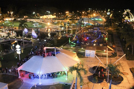 Kampong Jerudong, Brunei : View of a section of the park from the ferris wheel