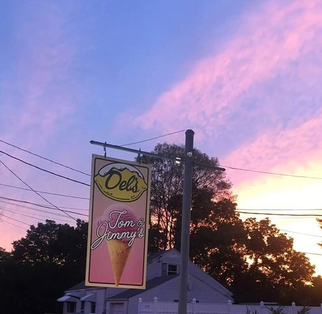 Taunton, MA: Tom and Jimmy's Ice Cream Parlor