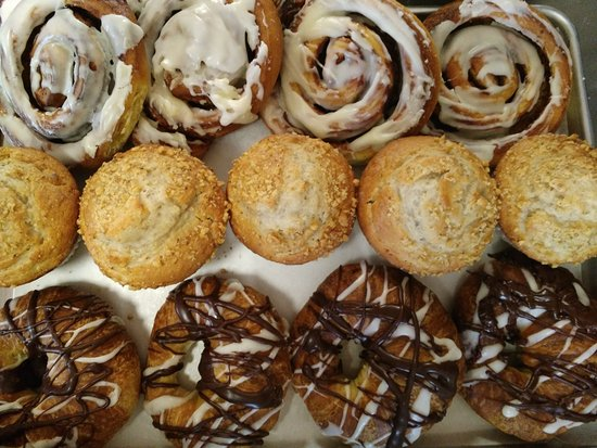 Mountain Home, AR: Cinnamon Rolls, Banana Nut Muffins Glazed Crossiants