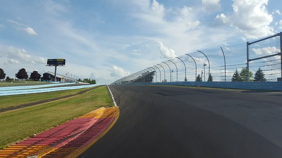 Watkins Glen International: Front straight coming up to Turn 1