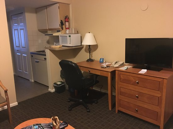Best Western Capilano Inn & Suites: photo1.jpg