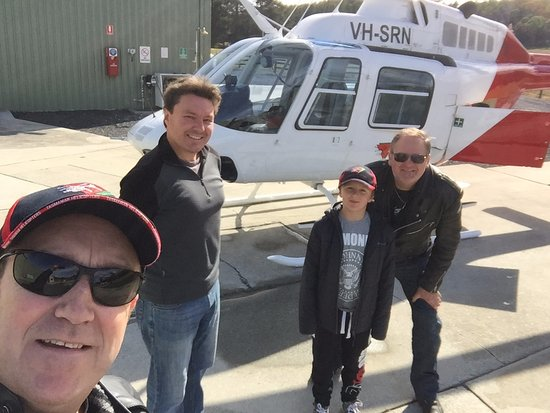 Forth, Úc: Mike organised a helicopter ride for us to follow a stage of the Targa rally