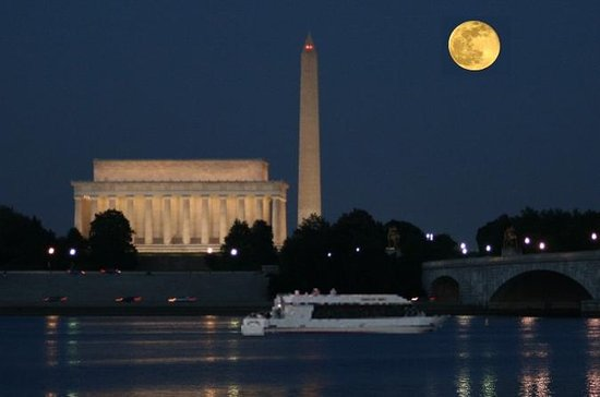 Washington DC Monuments by Moonlight...