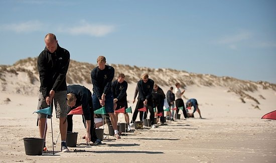 West-Terschelling, Niederlande: Ontspannen beach golven op het noordzee strand