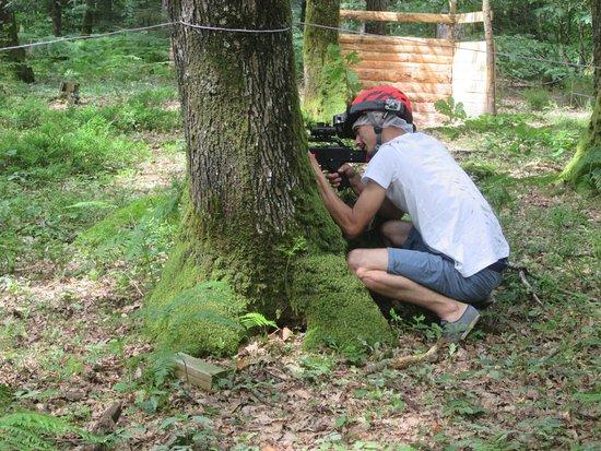 Sille-le-Guillaume, Francia: Les Tyroliennes de la Forêt, le laser game