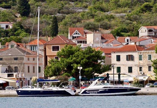 Vodice, Croatia: Unsere Yachten in Tisno