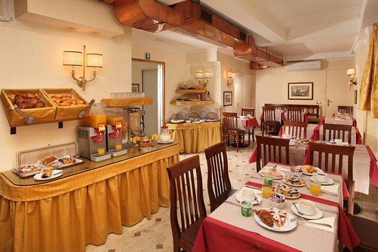 Condotti Hotel: Breakfast room Hotel Condotti