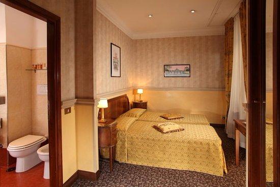 Condotti Hotel: Double room Main Hotel