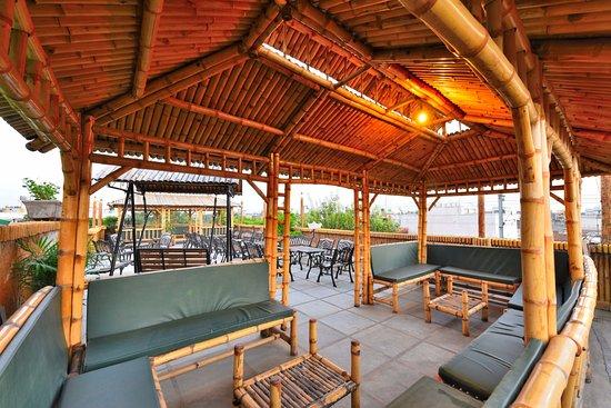 Hotel Clark Heights: Roof Top Restaurant
