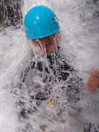 Caudies de Fenouilledes, France: Galamus, toujours la douche, l'eau lui sort par les trous du casque