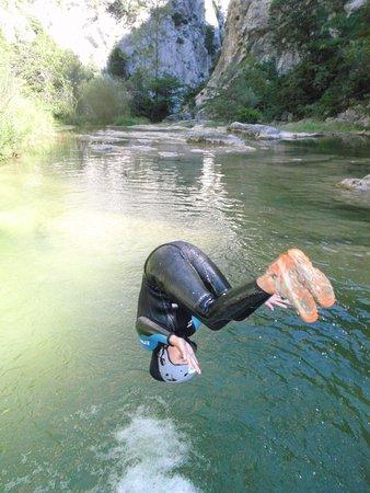 Caudies de Fenouilledes, France: Salto avant à Galamus