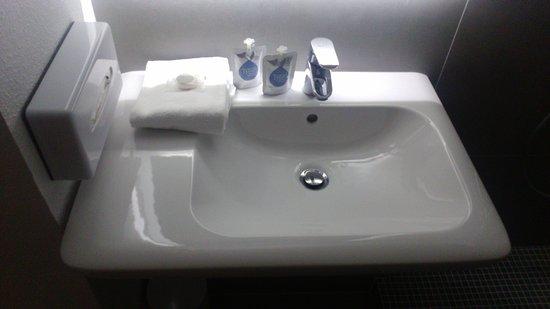 Nouvelle Salle De Bain Avec Baignoire Photo De Kyriad Clermont - Salle de bain clermont ferrand