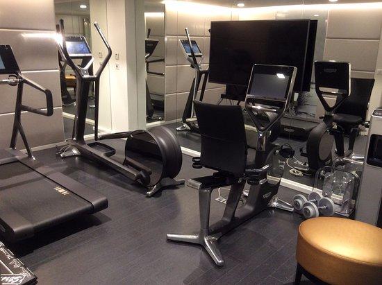 salle de fitness ultra moderne - Photo de La Villa Haussmann, Paris ...